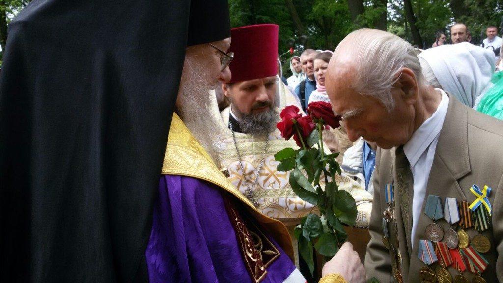 Православні громади Тернопільщини зустріли День Перемоги молитвою (фото)