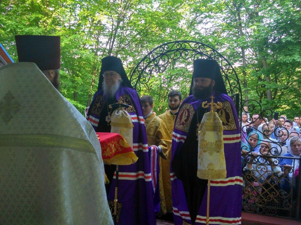 Свято Преполовіння П'ятидесятниці на Божій Горі на Кременеччині.